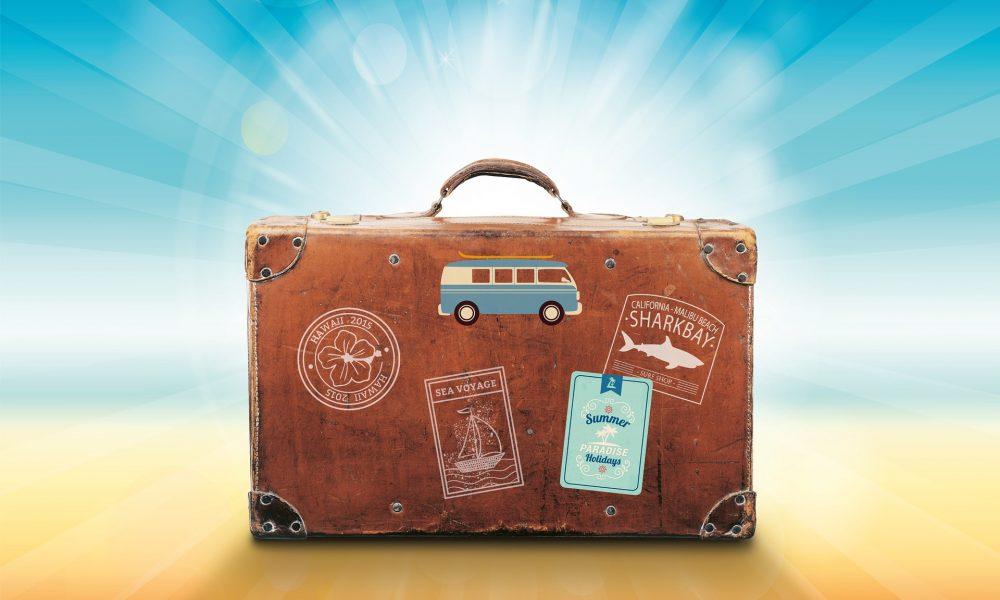 Koffer mit verschiedenen Aufklebern