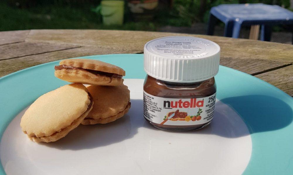 Nutellakekse auf einem Teller