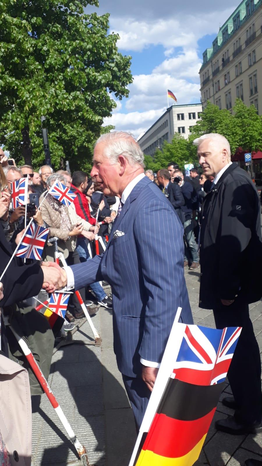 Prinz Charles vor dem Adlon