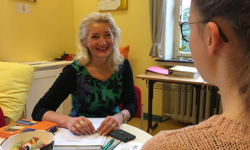 Beratungslehrerin Frau Bongartz in ihrem Büro
