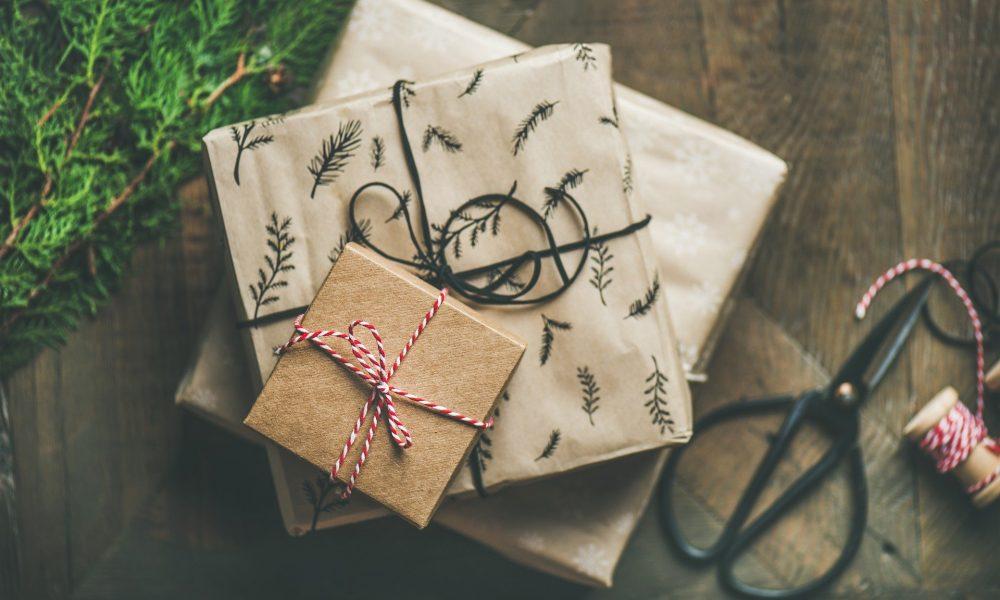 Übereinander gestapelte Geschenke