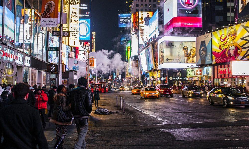 Stadt in der Nacht, Leuchtreklame