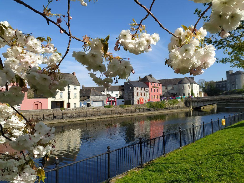 Kilkenny im Frühjahr mit Blick auf den Fluss Nore